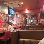 イルキャンティ ノンノノンナ - 店内は赤を基調としたインテリアの総席数47席の中規模店舗