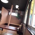 麦の宿 - テーブル席