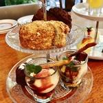 アルク カフェ - 料理写真:ティースタンド2台で提供@1台目