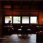 ヒオモカフェ - 玄関から真正面の店内