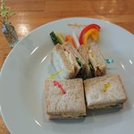 ミルフィオリ - サンドウィッチは懐かしの味。添えてある野菜のピクルスは最高(^O^)!