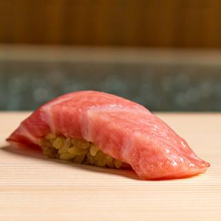 厳選したネタとこだわりのしゃりが織り成す、極上の寿司。