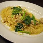 イタリア食堂 サルディーナ - 地鶏の挽き肉と小松菜のスパゲッティー、鶏の出汁ベース