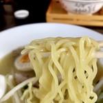 ボルドー - 白湯ラーメンの麺ズーム