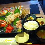 北の味紀行と地酒 北海道 - ランチのお刺身定食(ご飯・味噌汁お代わり自由、ドリンクバー付き)