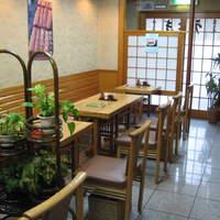 伊豆栄 - 1階 テーブル席