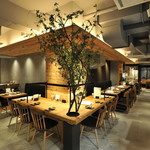 じねんじょ庵 - 和の素材の杉をモダンに使い、まるで和カフェのような落ちつきのあるゆったりとした空間