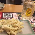 一軒め酒場 - マカロニサラダ(カレー風味)238円 角ハイボール 324円