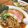 らーめん 稲荷屋 - 料理写真:醤油ラーメン(700円)/ ワンタン麺(900円)