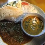 カレーと酒処 琥珀荘 - 料理写真:2種あいがけ