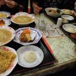 Nankinchouyuukouhanten - 店内のテーブル席のようすです