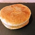 パンドウー - イングリッシュマフィン。食パンのような食感、味。これはちょっと好みからはハズレでした。