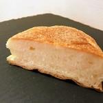 パンドウー - イングリッシュマフィン。断面も食パン風の肌理。
