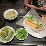 ベトナム フロッグ - バインミーランチ(ベトナムハムと卵) 1000円
