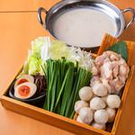 鶏豚牛★トリプル白湯スープ餃子鍋