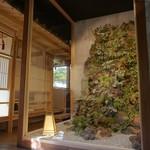 睡蓮茶屋 - 迫力のあるエントランス斬新な日本庭園をイメージしました。