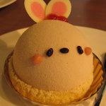 9387693 - かわいいウサギ型のケーキ