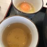 つばき - あご出汁のつけ汁と生卵