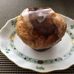 ブリオッシュ ドーレ - ◆クロワッサンブリュレ(380円)・・クロワッサン×クリームブリュレ。上にはキャラメリゼ、、カリカリ食感だそう。 中にはクリームが入り、こちらの方が甘いそうな。