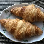 ブリオッシュ ドーレ - ◆クロワッサン(1個:230円)・・人気の品らしいので2個購入。 バタータップリで美味しい。
