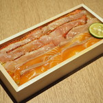 紫野和久傳 - 炙り金目鯛とサーモンちらし