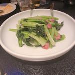 93874457 - 季節野菜と腸詰の強火炒め