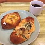 93876035 - スイートポテトのデニッシュ、三つ葉ときのこのパン