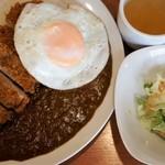 26号くるりんカレー - チキンカツ+目玉焼き
