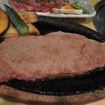 肉の山本 - 料理写真:特選黒毛和牛サーロインステーキアップ