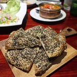 Asian Dining & Bar SAPANA - セサミ・ナン