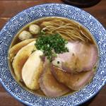 Menyajikon - 料理写真:芳醇醤油鶏そば(並)♪