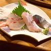 安楽子 - 料理写真:刺身盛合せ、左から鯛、ヒラス、〆鯖