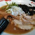 モンキーらーめん  - 料理写真:支那そば 濁りとともに色濃く変化