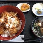 月や - 料理写真:麻辣豚バラ丼定食(税込600円)