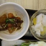 93907745 - 杏仁豆腐と煮物