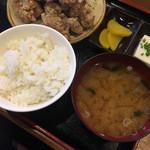 串源屋 - ご飯と味噌汁。ご飯はベチャ気味。