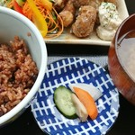 オーガニックカフェ・ラムノ - ご飯、漬物、お味噌汁