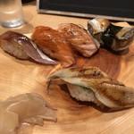 寿司処 たくみ - あかにし貝、生サーモン、炙りサーモン、あじ、煮穴子