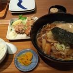 いちげん - ラーメンと唐揚げ定食(同行者が食べた物、800円)