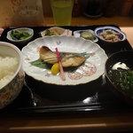 遊 - 焼き魚膳全景