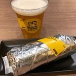 Guzman y Gomez - スモークチキンブリトー レギュラー 780円。セットビール 350円。