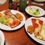 93924317 - ★種類豊富なピザ&サラダ♪