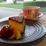 カフェ・ジャルダン - バターケーキとコーヒー