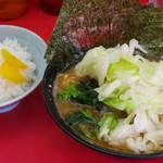 杉田家 - ラーメン、キャベツ、海苔、ライス