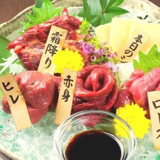 """""""馬肉""""は栄養の宝庫。新鮮な【馬刺し】を酒と合わせて堪能する"""