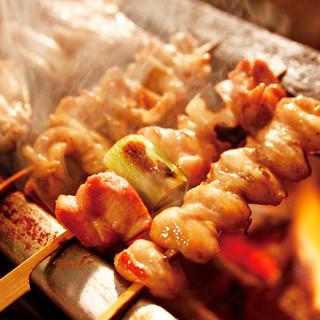 備長炭で焼き上げる鶏料理専門店の旨い焼き鳥《180円~》