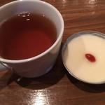 スパイスドランカー やぶや - 杏仁豆腐、烏龍茶