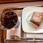 カフェ・ラ・コルテ - 料理写真:水出しアイスコーヒー 280円 クレムシュニテ 320円