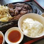焼肉・ステーキ じゅうじゅう亭 - 料理写真:特大ステーキ