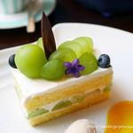 東京ステーションホテル ロビーラウンジ - シャインマスカットのショートケーキ